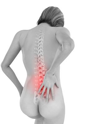 Femme de dos, douleurs en bas du dos, les lombaires